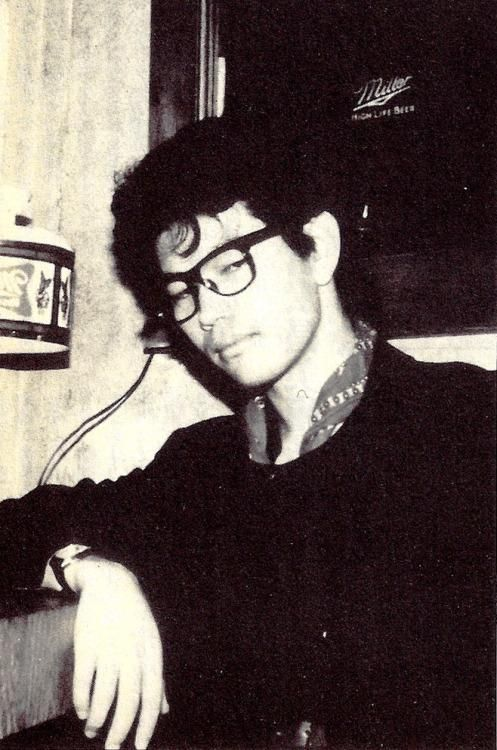 A young Hideaki Anno (known for directing the influential anime series 'Neon Genesis Evangelion') chilling out in 1987 http://ift.tt/2yxfwwD