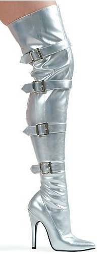 #silver Now these boots sure say Look At Me.