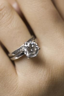 Stunning wedding rings: Best way to clean wedding rings