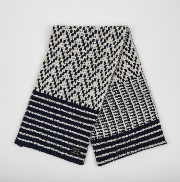 RVLT - men's fashion. Offwhite heavy wool blend scarf with a nordic inspired pattern made in melange look. A new take on a classic nordic pattern.