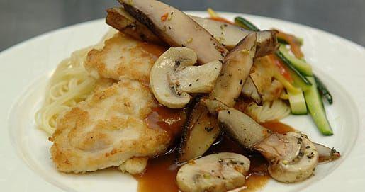 Pollo Marsala con champiñones