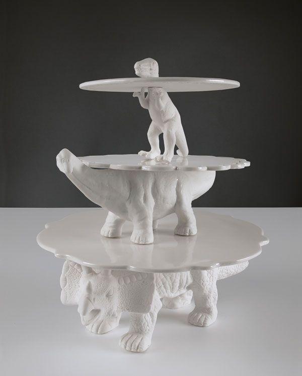 Dino-Butler in weiß, 3-Etagen Dino-Power. Tolles DIY-Projekt für Deko >> Sauria porcelain cake stand Wohnen // Die Sauria Kuchenplatten