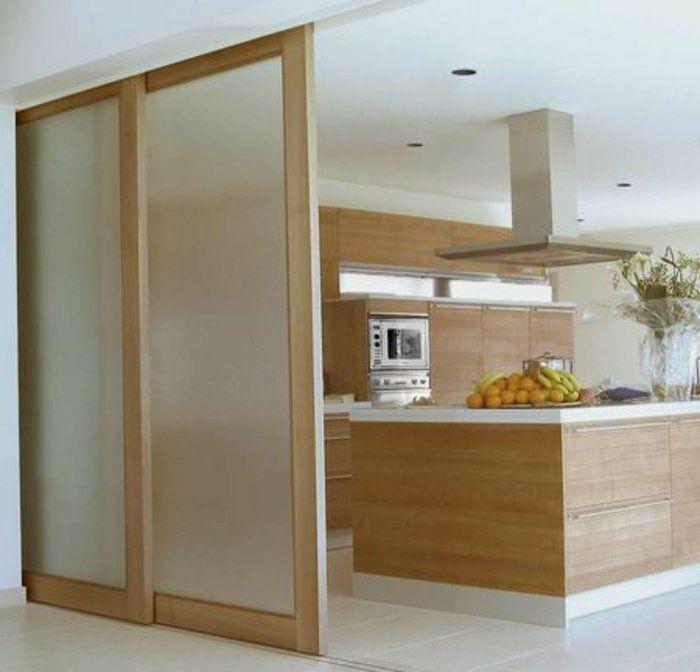 Porte à galandage en verre dépoli: cuisine ouverte tous les jours et discrétion lors des réceptions
