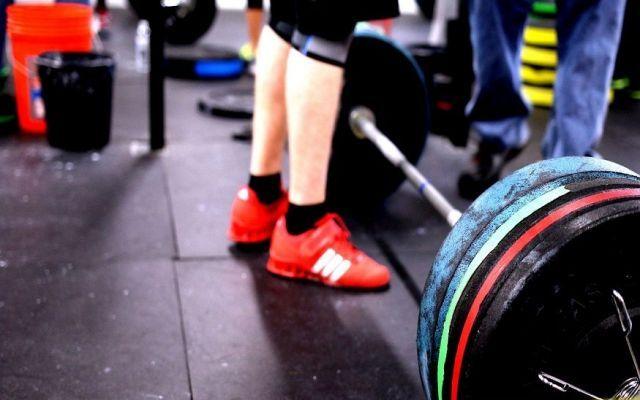 Crossfit: la disciplina che allena la struttura muscolare Il programma di allenamento completo e generalizzato che in sostanza in un mix di sollevamento pesi crossfit fitness sport allenamento