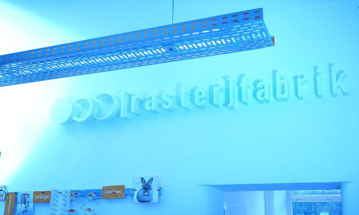 werbeagentur, [raster]fabrik gmbh, style, büro, 3d-schriftzug, wand, logo