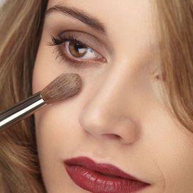 Cosmetology di operazione nella persona