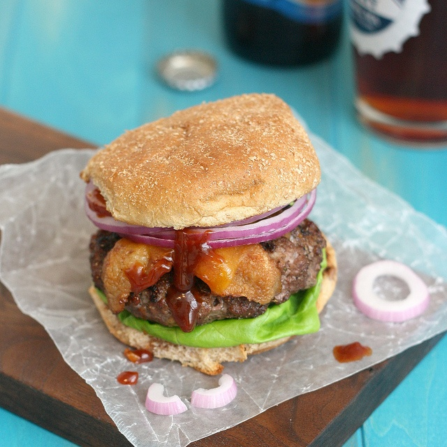 Coffee-Rubbed Cheeseburgers with Texas Barbecue Sauce via @Tracey Wilhelmsen (Tracey's Culinary Adventures)... Perfect for Father's Day, I think. :): Tracey Culinary, Barbecue Sauces Recipe, Texas Barbecue, Culinary Adventure, Barbecue Sauce Recipes, Coffee Rubbed Cheeseburgers, Food Recipe, Delicious Food, Sauces Packs