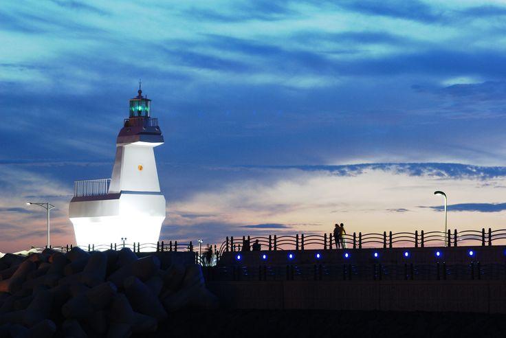 캄캄한 밤바다를 밝혀주는 제주 이호테우해변의 든든한 목마등대  (사진_제38회 대한민국 관광사진 공모전 윤희영)