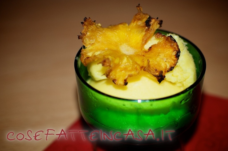 Fiori di ananas per guarnire on http://www.cosefatteincasa.it