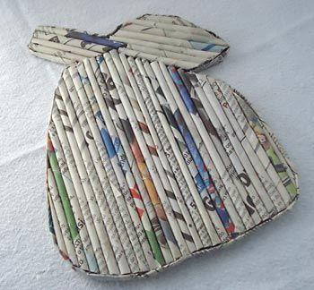 Base de panelas feito de revistas e jornais