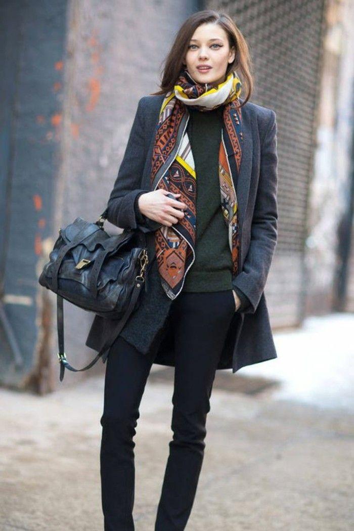 manteau long gris femme, pantalon noir, sac a main en cuir noir