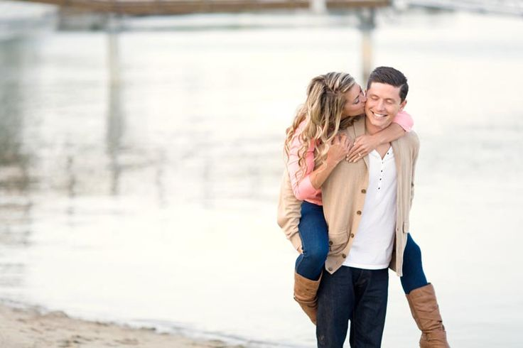 Engagement poses...we heart erin + nate | We Heart Photography Blog