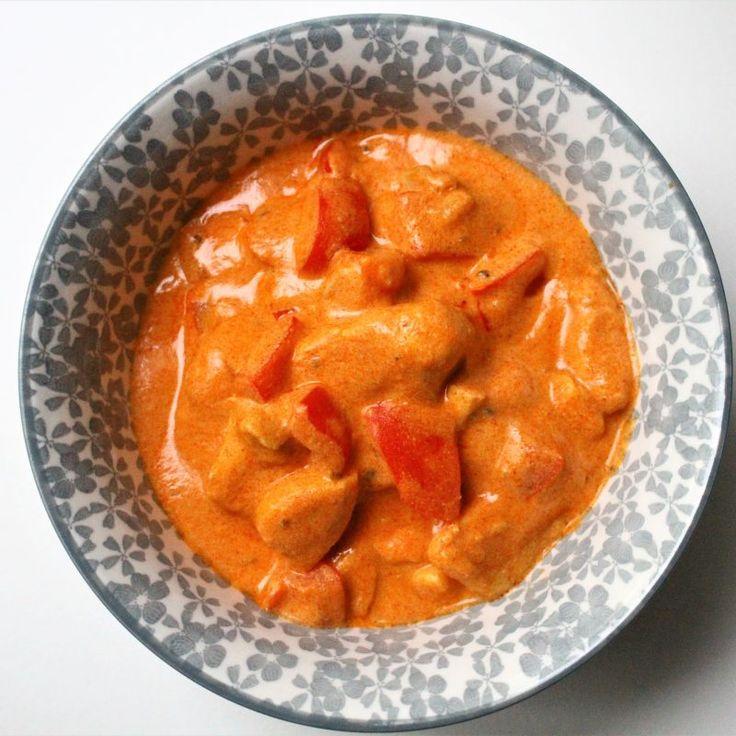 Eerder verschenen al de recepten van Chicken Tonight pikante tomaat-room, Hawaï en kerrie. Vandaag de beurt aan de 'tandoori mild'. Met knapperige paprika en kip in een romige saus. Hij is heerlijk! Wat heb je nodig voor 3-4 personen? 400 gram kipfilet, in blokjes 1 teentje... #food #recept