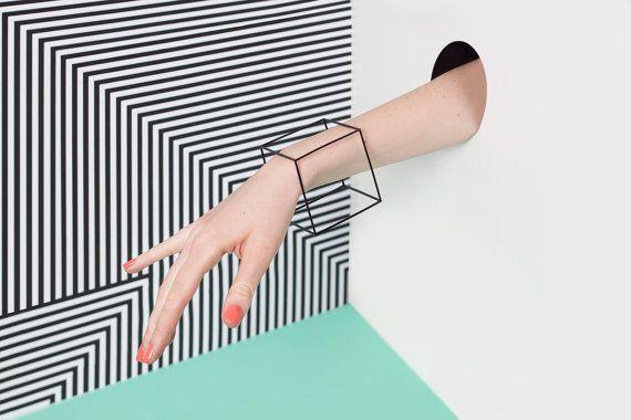 He encontrado este interesante anuncio de Etsy en https://www.etsy.com/es/listing/252154362/modern-bracelet-minimalist-cube