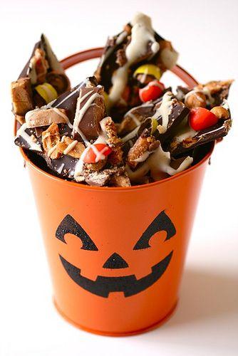 Halloween Candy Bark: White Chocolates, Bark Recipes, Halloween Bark, Bittersweet Chocolates, Halloween Candy, Honey Roasted Peanut, Candy Bark, Candy Candy, Halloween Signs