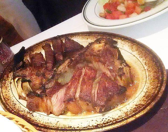 お肉 お肉お肉  主人とデート💓 素敵なレストランなのに、ステーキソースの海やらお塩の山やら天然ぶりを発揮してしまいました  #お肉#ステーキ#ランチ#レストラン#ディナー#ウルフギャングステーキ#デート#福岡#カフェ#飯テロ#肉料理#写真好きな人と繋がりたい#ファインダー越しの私の世界 #インスタ映え#肉#肉食女子#美容師#アイリスト#エステティシャン