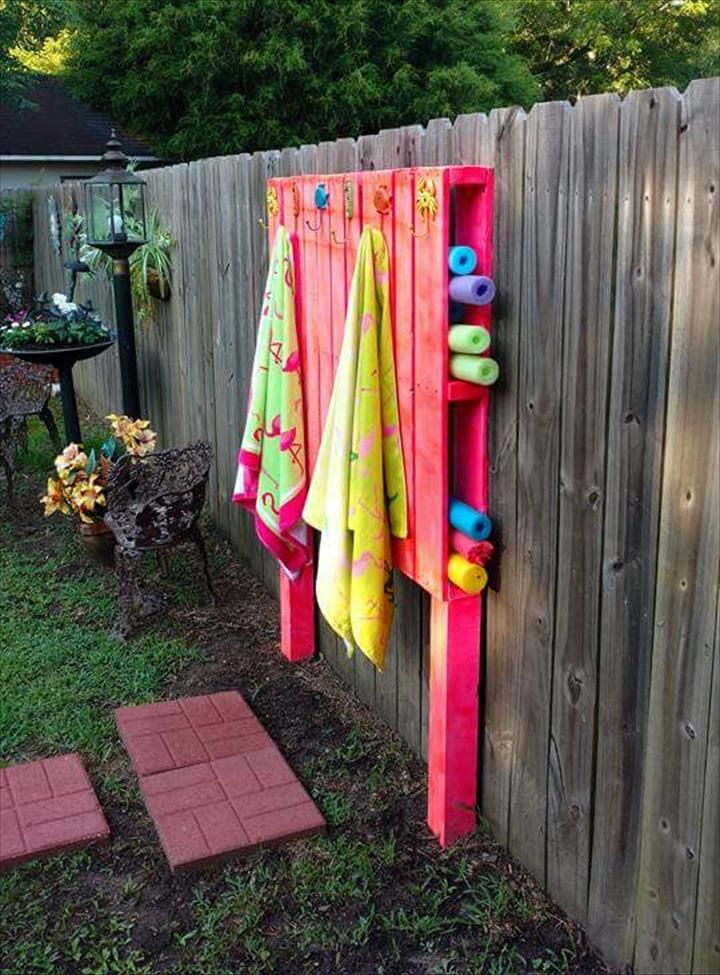 Pallet Outdoor Organizing Board - 30 Pallet Projects That Will Make You Fall in Love | 99 Pallets - Part 3