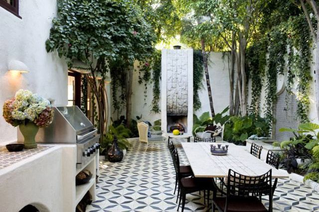 open sky & green #lifeinstyle #greenwithenvy: Outdoor Rooms, Outdoor Living, Outdoor Tile, Outdoor Patio, Outdoor Kitchens, Outdoorspaces, House, Outdoor Spaces, Courtyards