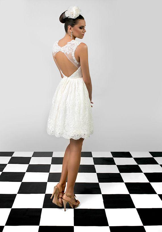 Annabelle este o rochie de mireasa pentru femeia care vrea un look fresh si elegant. Inspirata de eleganta cultivata de curtile regale, aceasta rochie de mireasa scurta celebreaza delicatetea si luxul prin aplicatii manuale de broderie.