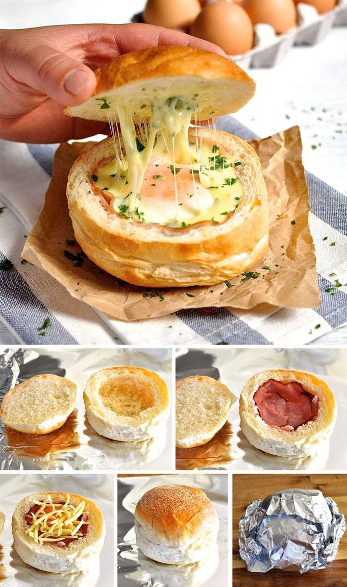 Panecillos rellenos  Precalienta el horno a 180C  Corta la parte superior de los panecillos. Saca la miga. Cubre la parte baja del pan con una capa de jamón.  Rompe un huevo sobre el jamón Echa 2 cucharadas de queso mozzarella y una pizca de perejil (opcional). Pon la tapa de nuevo, envuélvelo con papel aluminio y coloca en el horno para hornear durante 10 o 15 minutos. A los 10 minutos las yemas todavía estarán líquidas. A los 15, estarán ya muy cocidas. Retira del horno, desenvuelve y…