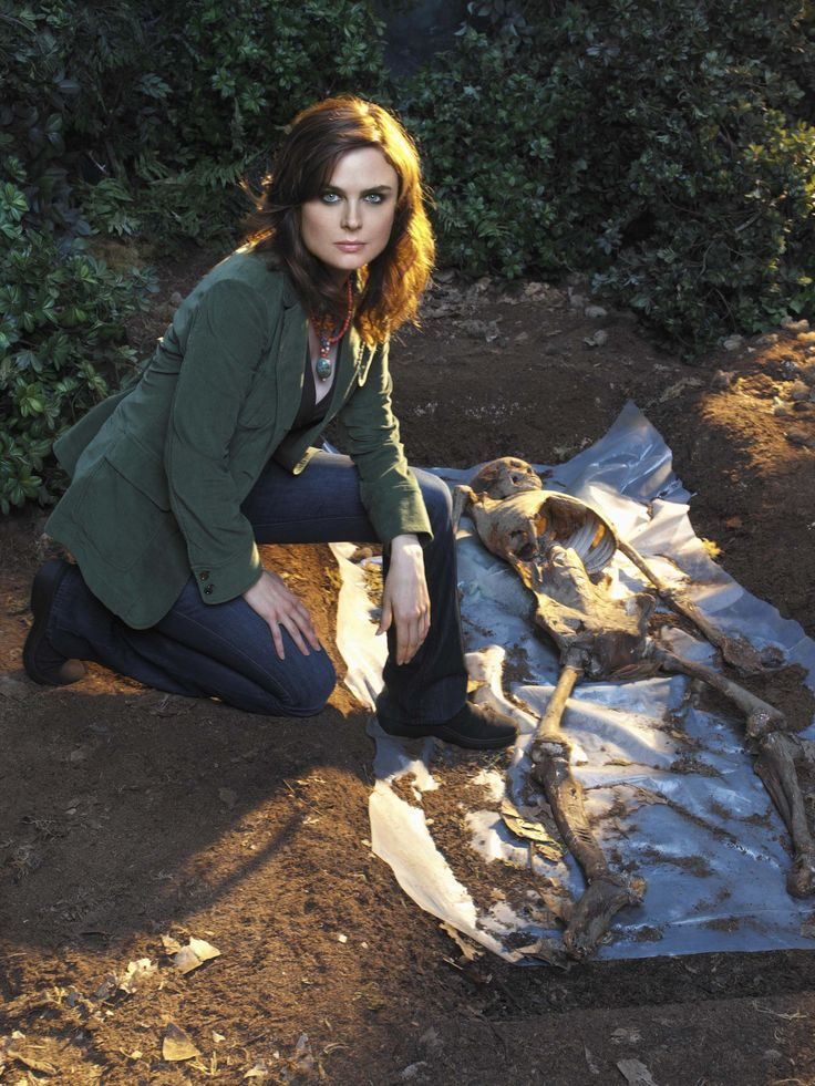 Bones Season 2 - Emily Deschanel as Dr. Temperance Brennan