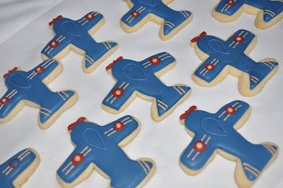 How to make a Vintage Toy Airplane Cookie |