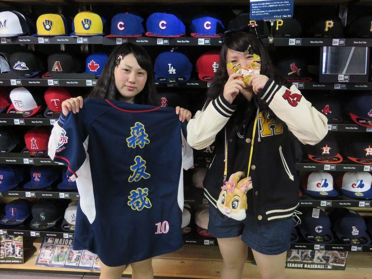 【新宿1号店】2014.10.23 北海道から修学旅行でセレクション新宿店に遊びに来てくれました☆元気がよく、楽しくお話出来ました(^^)プロ野球が開幕したらまたお会いしましょう☆