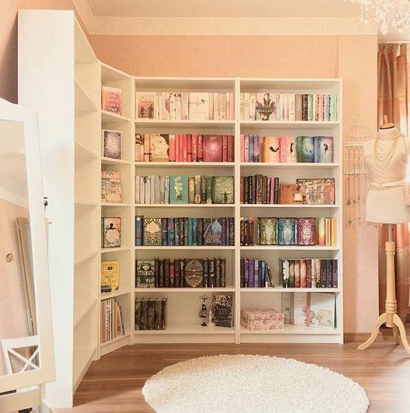 Begeisterte Buchbloggerinnnen verraten, wie sie ihr Bücherregal einrichten