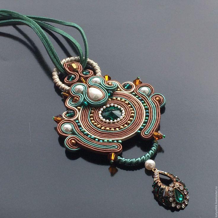 Купить ЦВЕТОК ПУСТЫНИ-сутажный кулон со Сваровски - коричневый, зеленый цвет, кристаллы сваровски