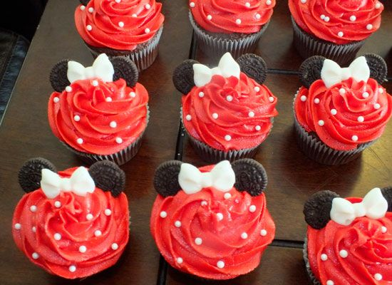Minnie Mouse Cupcakes and Mickey Mouse Cupcakes - Two Sisters Crafting