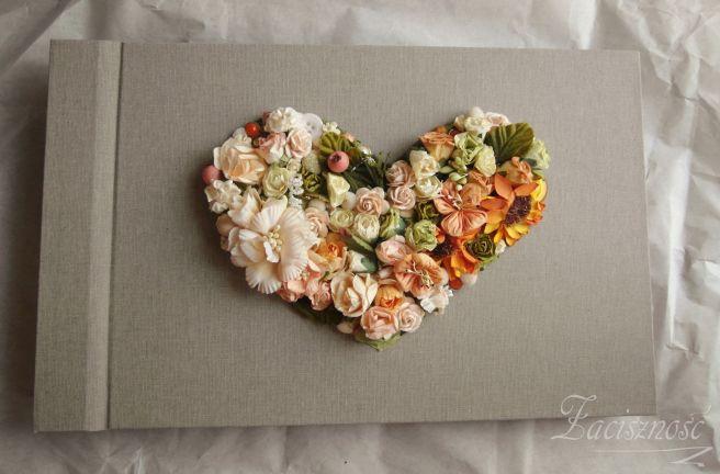 Retro album z sercem z kwiatów/ #album #flowers #heart