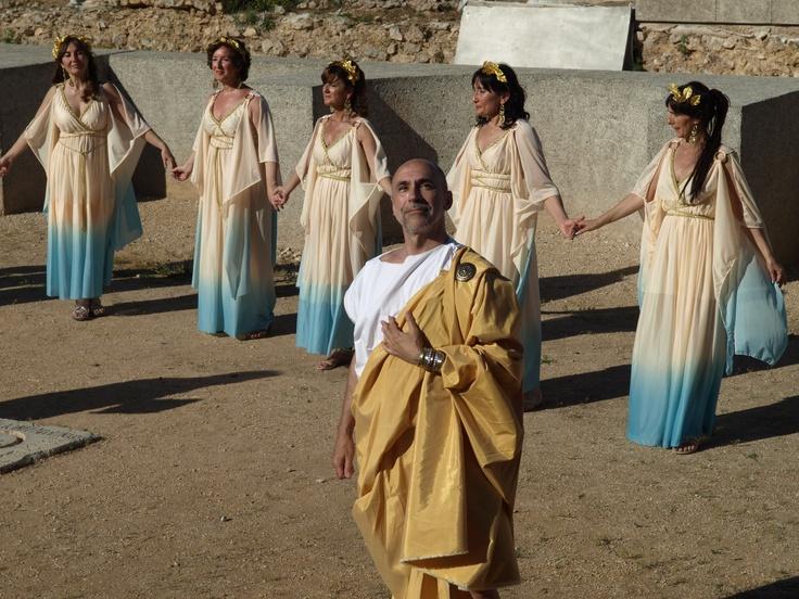 Aquí podemos ver a parte del grupo de ninfas junto con Galba.  Servio Sulpicio Galba fue emperador del Imperio romano desde el 8 de junio de 68 hasta su muerte. En 60 pasó a gobernar la Tarraconense.  Galba concedió a la ciudad de Clunia el rango de colonia romana y el epíteto de Sulpicia, ya que fue proclamado emperador en ella. También fue el responsable de la creación de la Legio VII Galbiana, que sería durante siglos la única legión romana acantonada en la Península Ibérica.