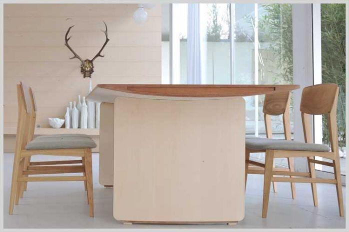 AERO. Tavolo in legno di Acero con pregiata impiallacciatura curvata. Design Franco Poli