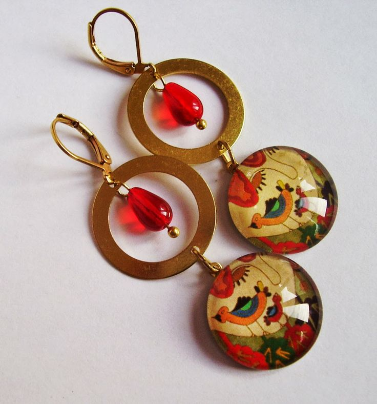 Girl in wonderland - glass and raw brass earrings by schalleszter