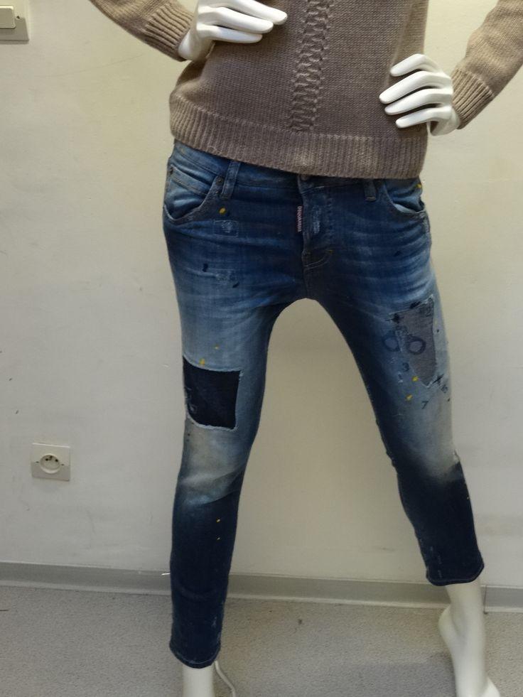Jeans Dsquared2 femme patchs détail menottes Disponible dans la boutique  Algorithme la loggia Strasbourg