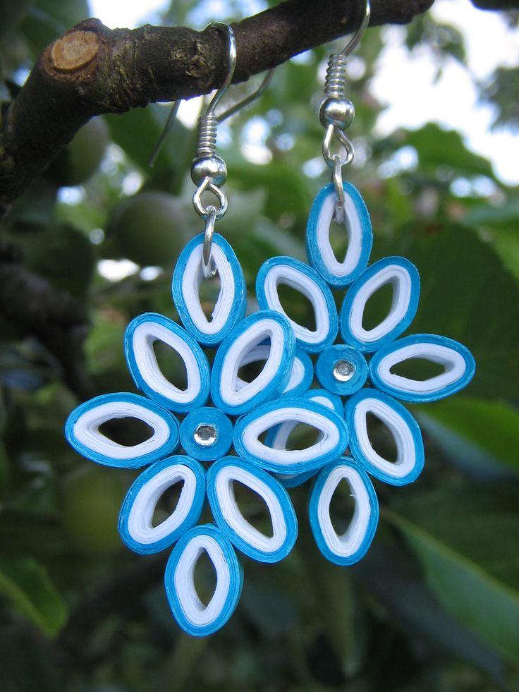 handmade quilled earrings by Kamila Koucká