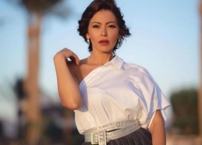 Icymi بالفيديو لقاء الخميسي ترقص في منزلها على Bella Women One Shoulder One Shoulder Blouse