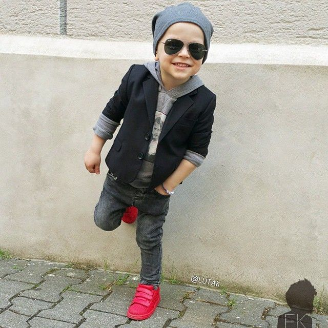 Meninos Estilosos Moda Infantil Masculina #boys Fashionistas do Instagram -  @lutak  Blouse and blazer @dolcegabbana at @childrensalon  Jeans @zara_worldwide  Shoes @Adidas #postmyfashionkid #fashionkids @fashionkidstrends: