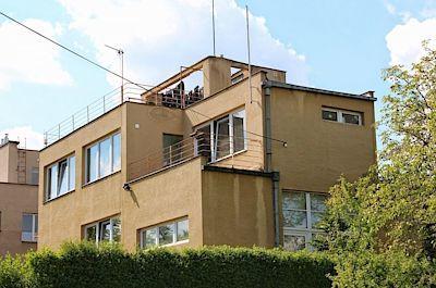Vila Bouda - Podle projektu architekta Oldřicha Starého vyrostla v roce 1932 v ulici Na Ostrohu vila pro grafika, malíře a ilustrátora Cyrila Boudu.
