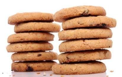 Biscotti senza zucchero - Ecco la ricetta e alcune varianti gustose dei biscotti senza zucchero. I biscotti senza zucchero sono indicati per chi vuole tenere sotto controllo la glicemia o la propria linea. In questi casi, infatti, non è sempre necessario rinunciare ai dolci, ma, è possibile ricorrere al alcuni accorgimenti come sostituire lo zucchero con altri dolcificanti naturali. In particolare il fruttosio fa proprio al caso vostro! Questi dolcificante, infatti, può essere utilizzato…