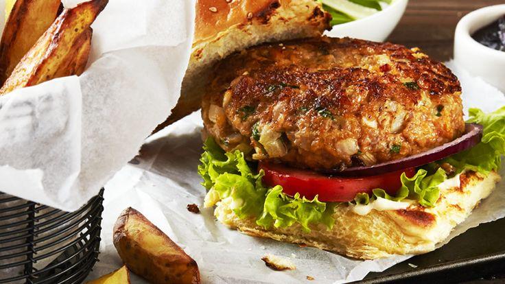 En super smagfuld kalkun burger med hakket kalkun, sennep, pabrika og chorizo, pakket ind i et lag af velsmagende, cremet Hellmann's Real.