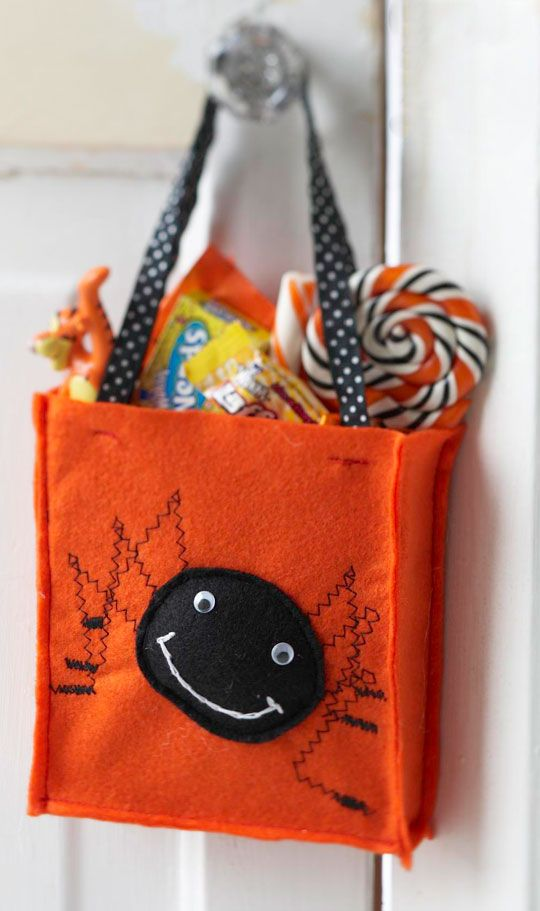 spooky spider treat bag - Pinterest Halloween Treat Bags