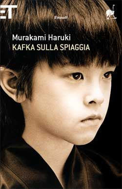"""Kafka sulla spiaggia  Di Haruki Murakami """"In quale assurda situazione sei venuto a trovarti! Innamorato di una ragazza che non esiste, e geloso di un ragazzo che è morto. Eppure questo amore è più reale e lacerante di qualsiasi sentimento tu abbia mai provato. Però non ci sono vie d'uscita. Impossibile pensare di trovarne. Ti sei perso nel labirinto del tempo. Ma il problema più grave è che il pensiero di uscirne non ti sfiora nemmeno. O sbaglio?"""""""
