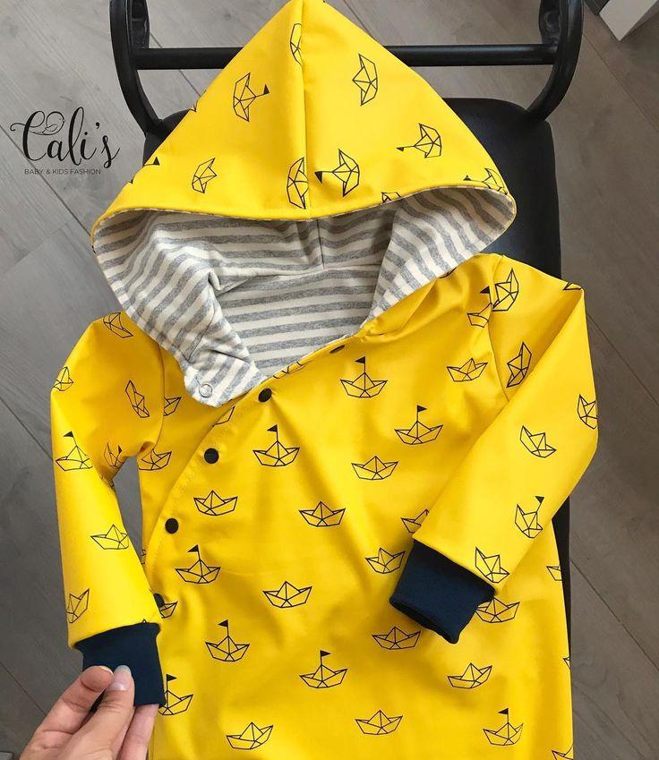 Den Regenanzug gibt es auch wieder mit blauen Bio-Bündchen 🤗 -die Anzüge wird es nur noch im September geben und nur solange der Stoffvorrat reicht ❤️ #bio #regenanzug #girlorboy #januarbaby #aprilbaby #mama2017 #mama2015 #mama2016 #madewithlove #maritim #regen #regenanzug #regenoverall #stolzemama #bycalis #bote #babygirl #babyboy #mamasmädchen #mamasjunge #herbst #herbstmode #babymode #kidsootd #kidsfashion #kindermode #diy #handgemacht