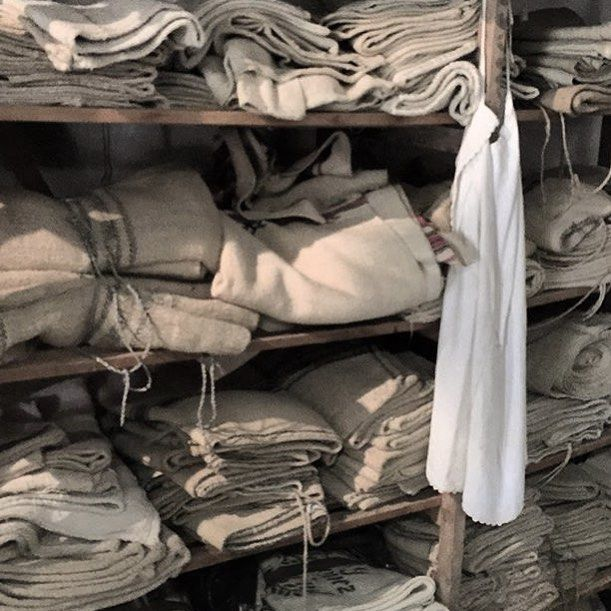 Happy Sunday #linen lovers !! What a stunning photo🙌🏻 from @antiquebuyingtripsinhungary