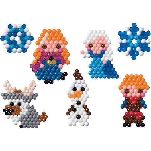 """Dieses  Aquabeads Kreativset ist ein echter Leckerbissen für Fans des Disneyfilm-Hits """"Die Eiskönigin""""!    Hiermit kannst du deiner Kreativität freien Lauf lassen und die lustigen Figuren aus """"Die Eiskönigin"""" selbst gestalten. Bist du Fan von Elsa und Anna? Oder vielleicht zauberst du aus den Aquabeads-Perlen doch lieber den niedlichen Schneemann Olaf?     Du entscheidest selbst und lässt so die wunderschöne Welt aus """"Die Eiskönigin"""" in deinem Kinderzimmer entstehen!"""