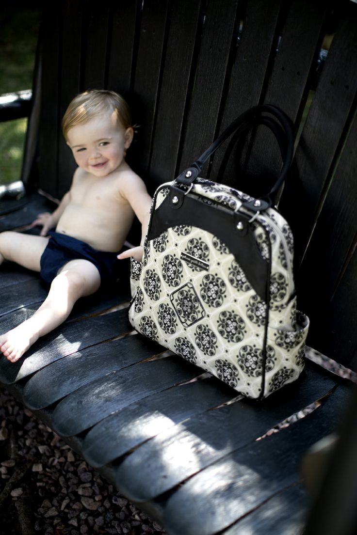 Sashay Satchel diaper bag in Wandering in Westbrook from PPB! A fashionable diaper bag for the modern parent. #diaperbag #petuniapicklebottom