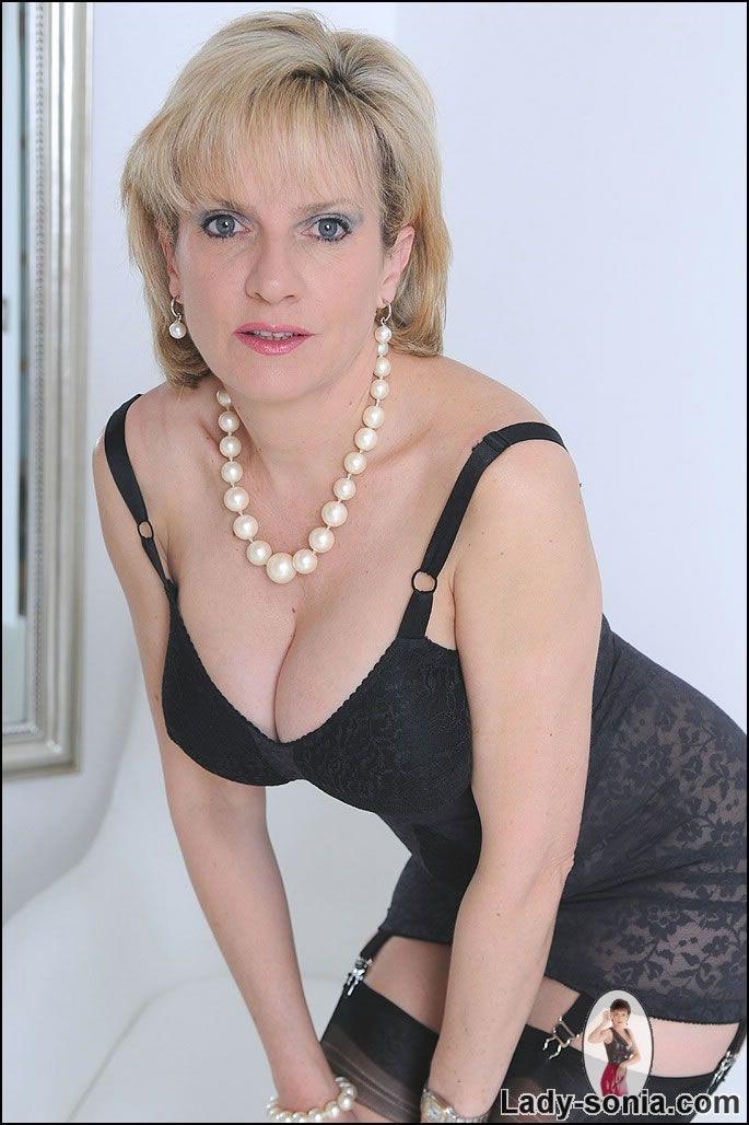 Lady Sonia Lebenslauf
