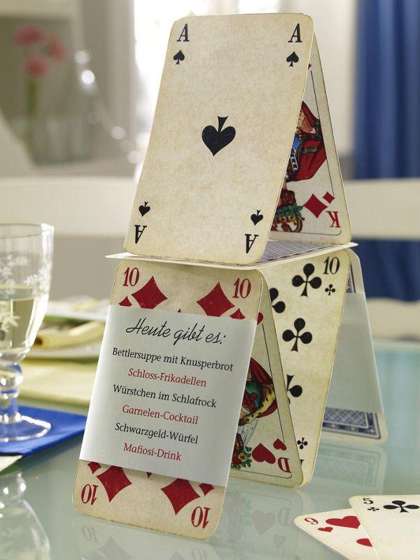 SpielkartenFotokarton (Bastelladen)Kleberoller (z. B. von Tombow)Papier in Hellgrün (Bastelladen)doppelseitiges Klebeband (z. B. von