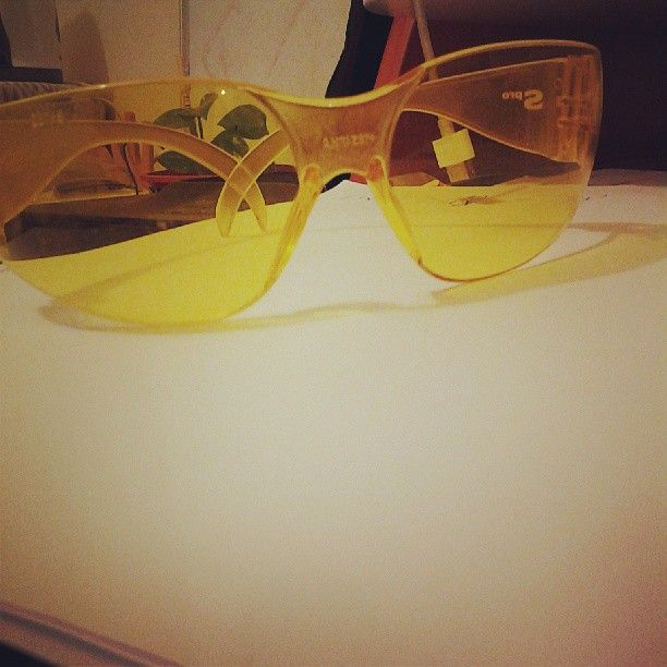 BICI & SEGURIDAD: uso estos lentes amarillos en esos dias de mucha neblina matutina, ayudan a definir la imagen y te aclaran la visual... son geniales, aunque no los uso todo el tiempo..me los regaló mi viejo